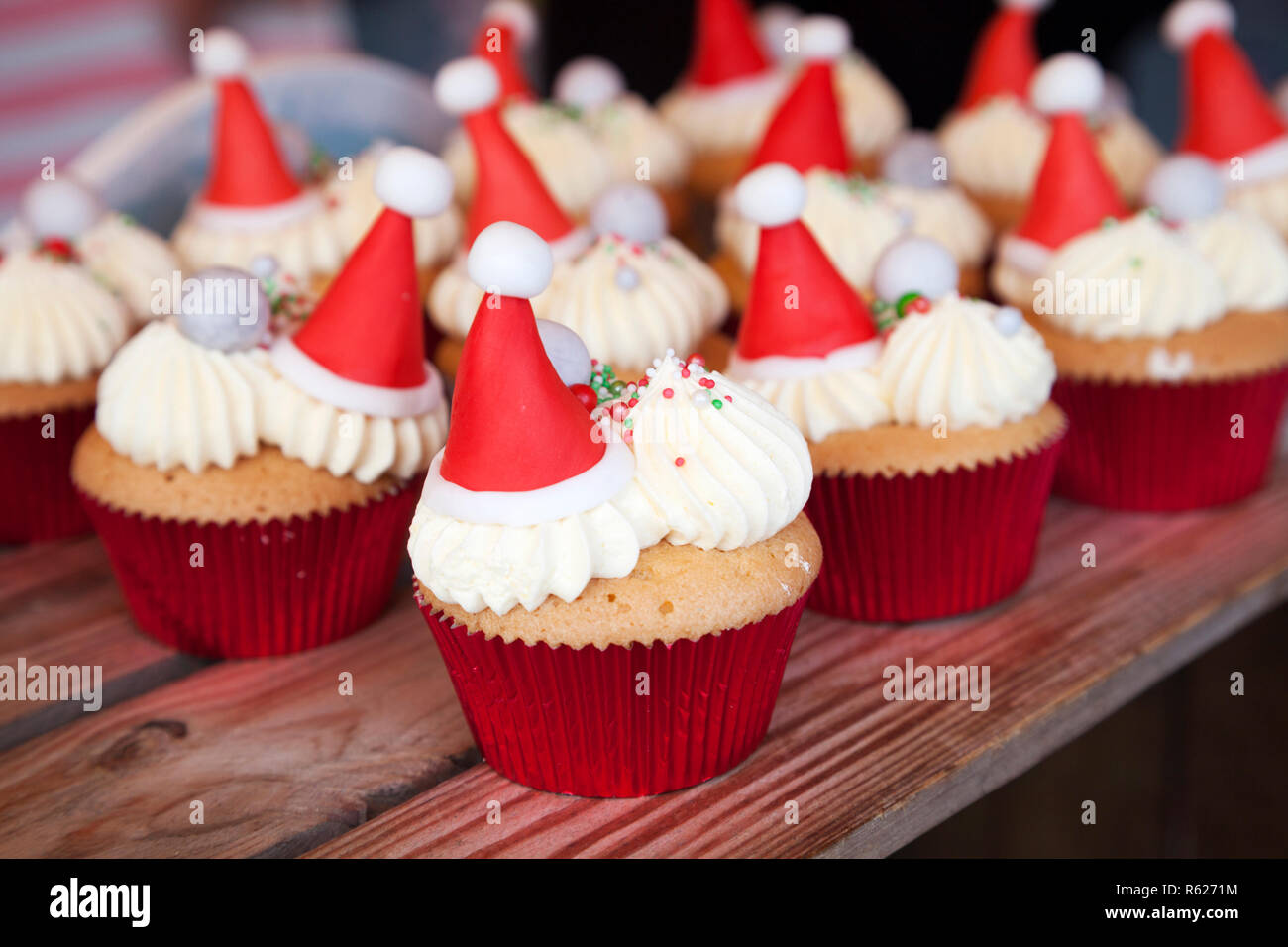 Cup Cakes Decorados Con Helado De Crema Gorro De Papá Noel