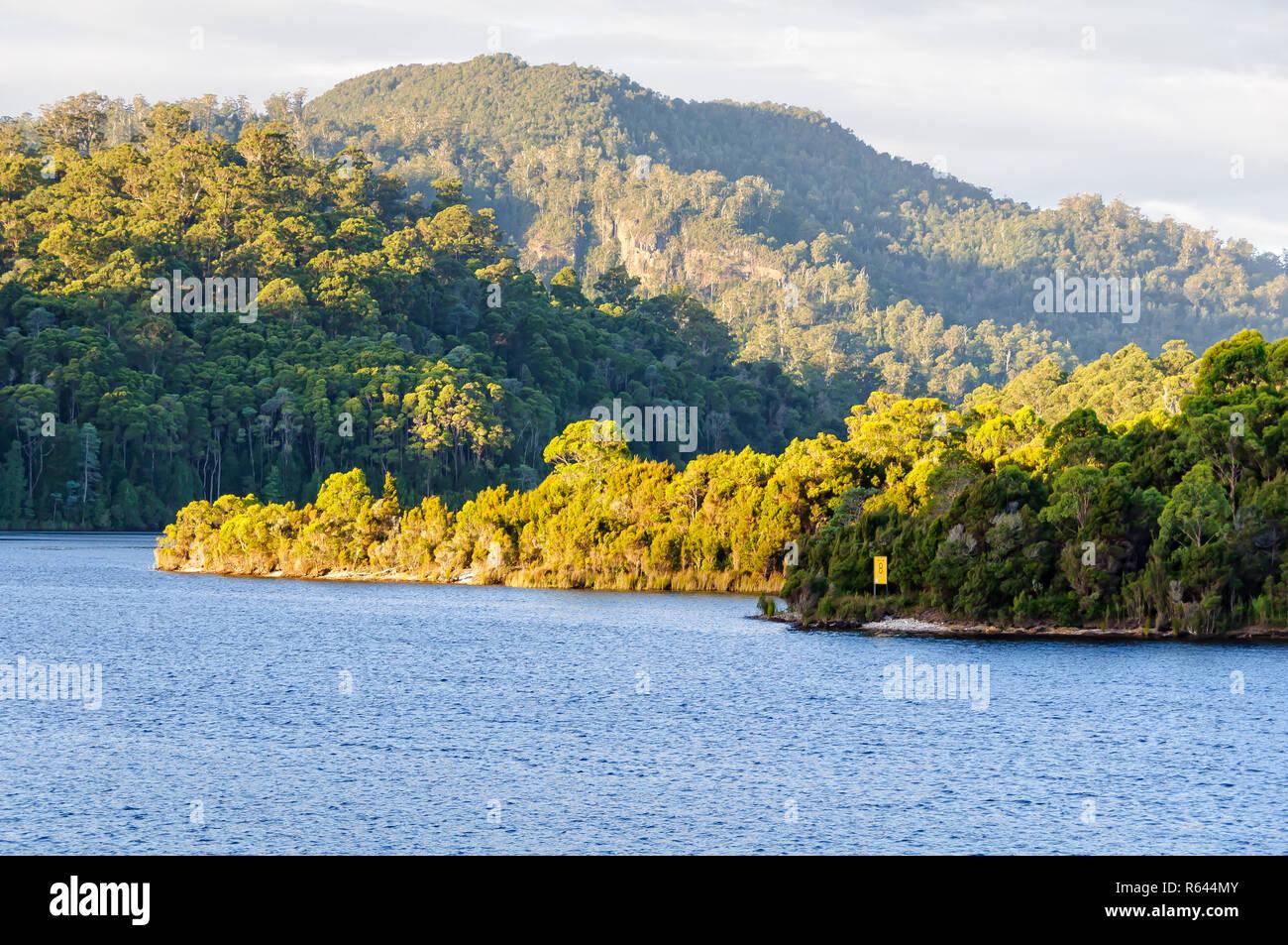 Lago Rosebery en la región de la costa oeste de Tasmania Foto de stock