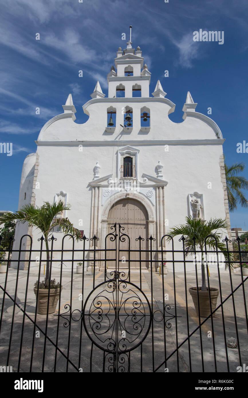 Iglesia Colonial de Santiago Apostol, Mérida, Yucatán, México Foto de stock