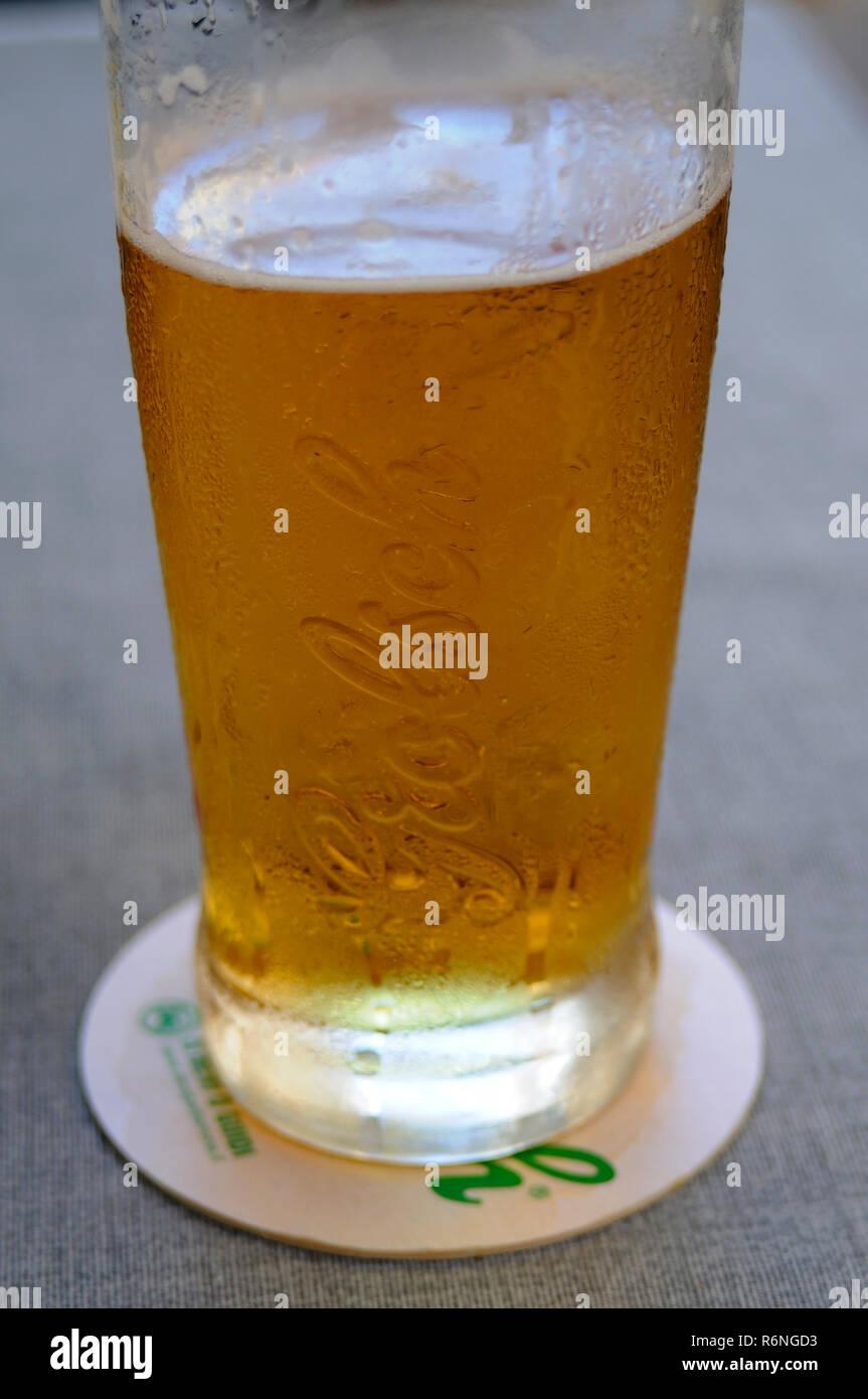 Vaso grande de cerveza Grolsch Imagen De Stock
