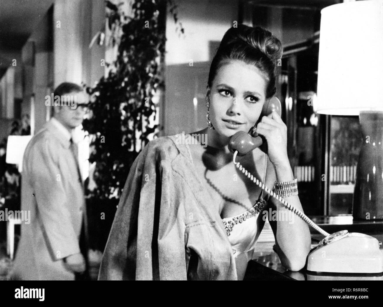 FUNERAL EN BERLÍN 1966 Paramount Pictures Film con Michael Caine y Eva Renzi Imagen De Stock