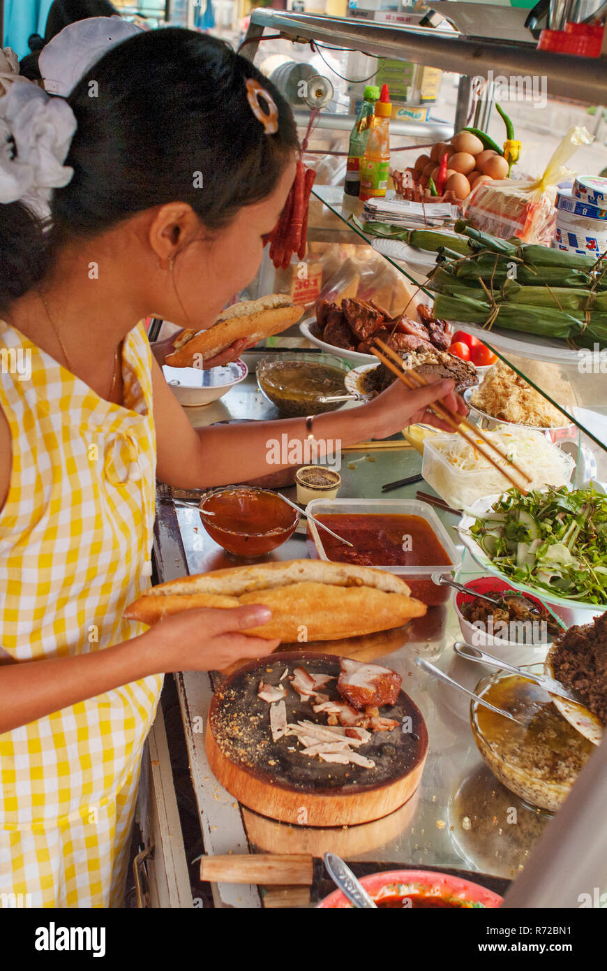 Vietnam Bread Imágenes De Stock   Vietnam Bread Fotos De Stock ... bfd0771055f