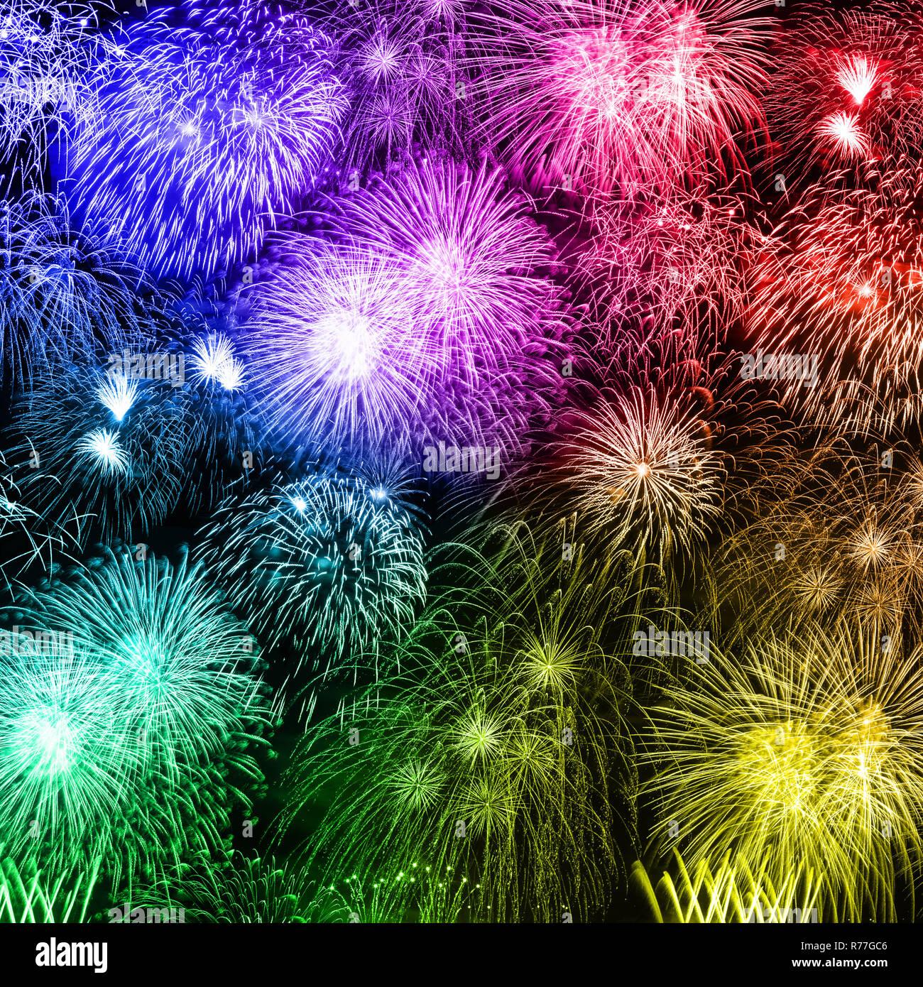 De víspera de Año Nuevo con fuegos artificiales de fondo cuadrado año años coloridos fondos de fuegos artificiales Foto de stock