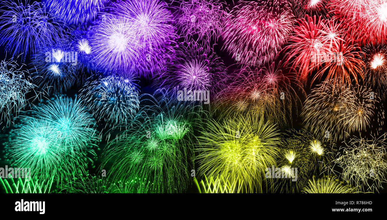 Fuegos artificiales de Nochevieja antecedentes colorida pancarta años año fondos de fuegos artificiales Foto de stock
