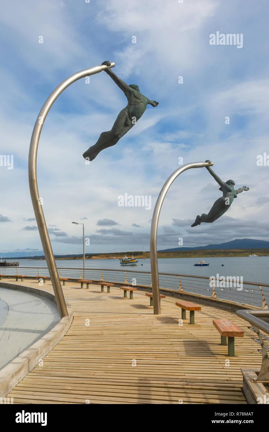 Amor al viento, amor por el viento, la escultura en la costanera, Puerto Natales, Patagonia, Chile Imagen De Stock