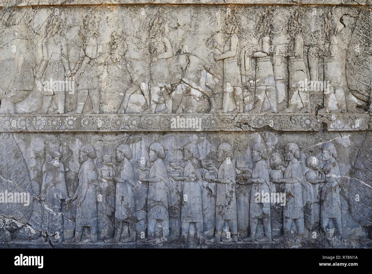 Irán, los bellísimos relieves en las ruinas de la antigua Persépolis, Complejo de civilización del Oriente Próximo con la arquitectura persa Foto de stock