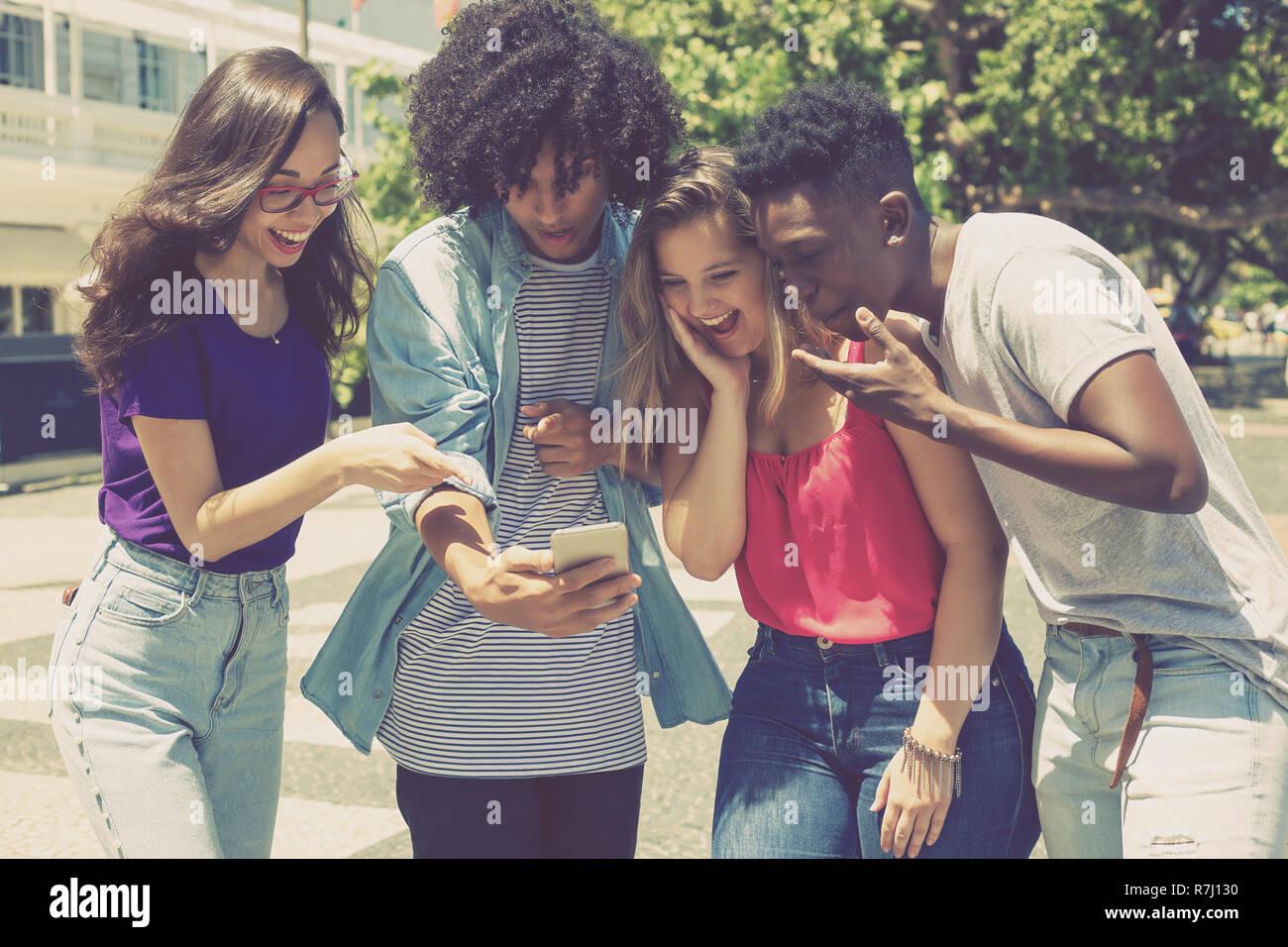Grupo Internacional De Jovenes Adultos Con Juegos Al Aire Libre De