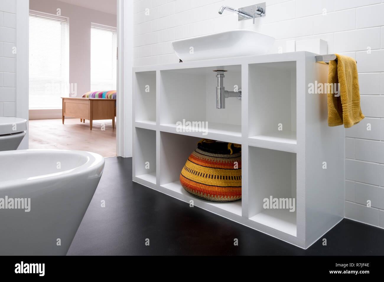 Contemporáneo de MDF pintada en blanco unidad de cuarto de ...