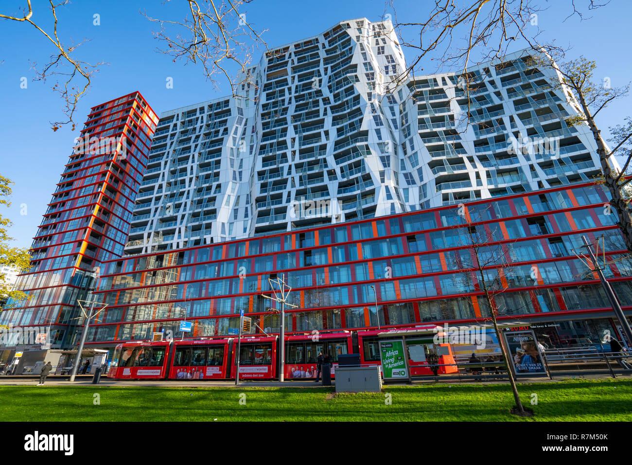Nuevos edificios de apartamentos modernos de Calypso Westersingel Mauritsweg y Rotterdam, Países Bajos Foto de stock