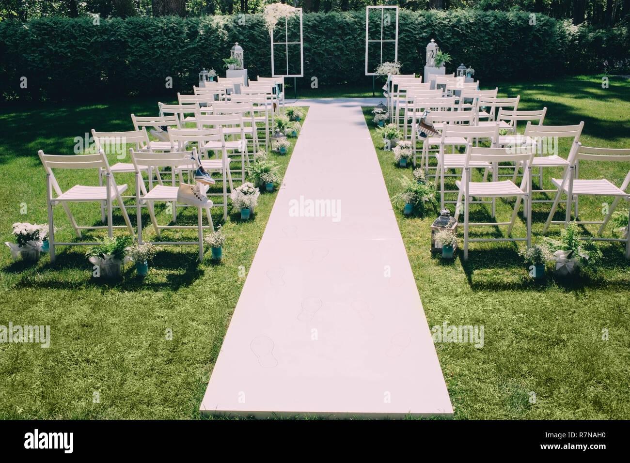 Hermoso Evento Ceremonia De Boda En Un Jardín Con Decoración