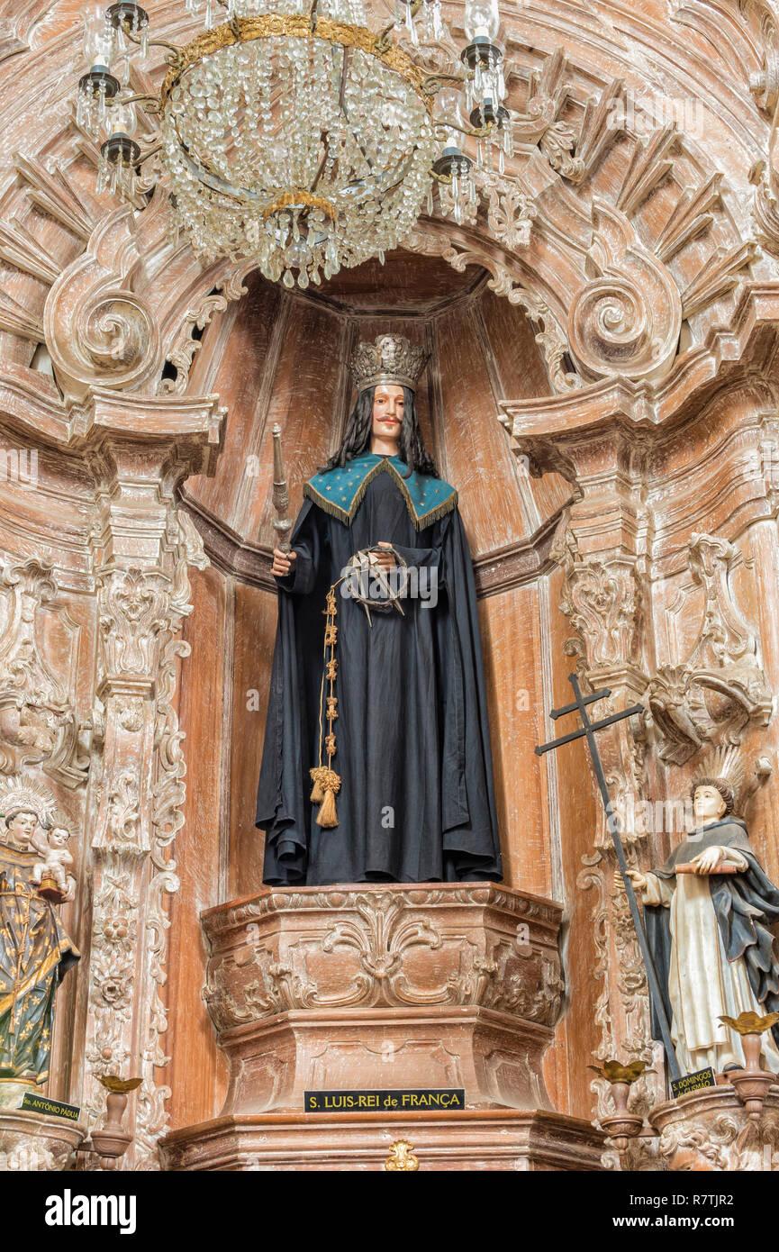 Estatua de San Luis, rey de Francia, la Iglesia de São Francisco de Assis, vista interior, Sao Joao Del Rey, Minas Gerais, Brasil Foto de stock