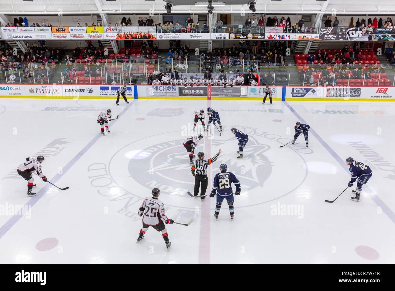 Canadá, provincia de Quebec, Abitibi Témiscamingue Región Abitibi, Ciudad de Rouyn Noranda, pista de hielo, Grandes Junior League juego de hockey sobre hielo. Imagen De Stock