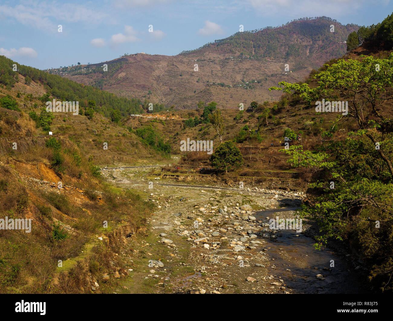 Panar River, el río Jim Corbett cruzó en 1910 con tanta dificultad porque estaba en inundaciones debido a las fuertes lluvias, las colinas de Kumaon, Uttarakhand, India Imagen De Stock