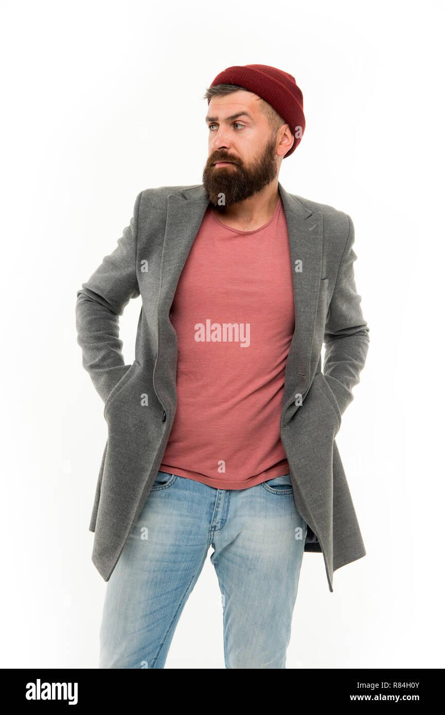 El hombre barbado hipster moda elegante abrigo y sombrero. Traje elegante  sombrero luminoso accesorio. Ropa de moda. Elegante ropa casual para el  otoño y la ... a72b80eed91
