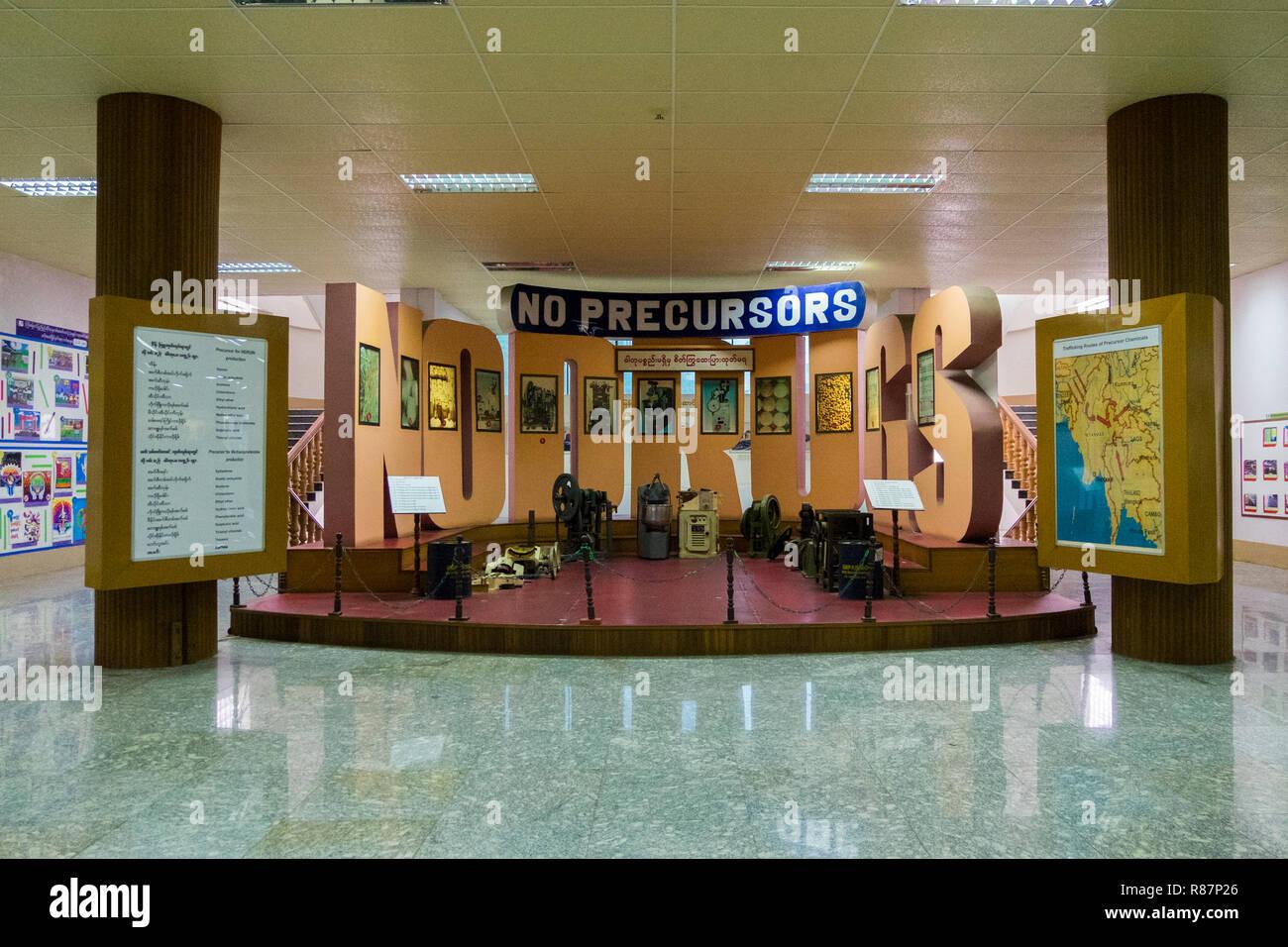 Exposición en el Museo de la eliminación de las drogas en Yangon, Myanmar. Foto de stock