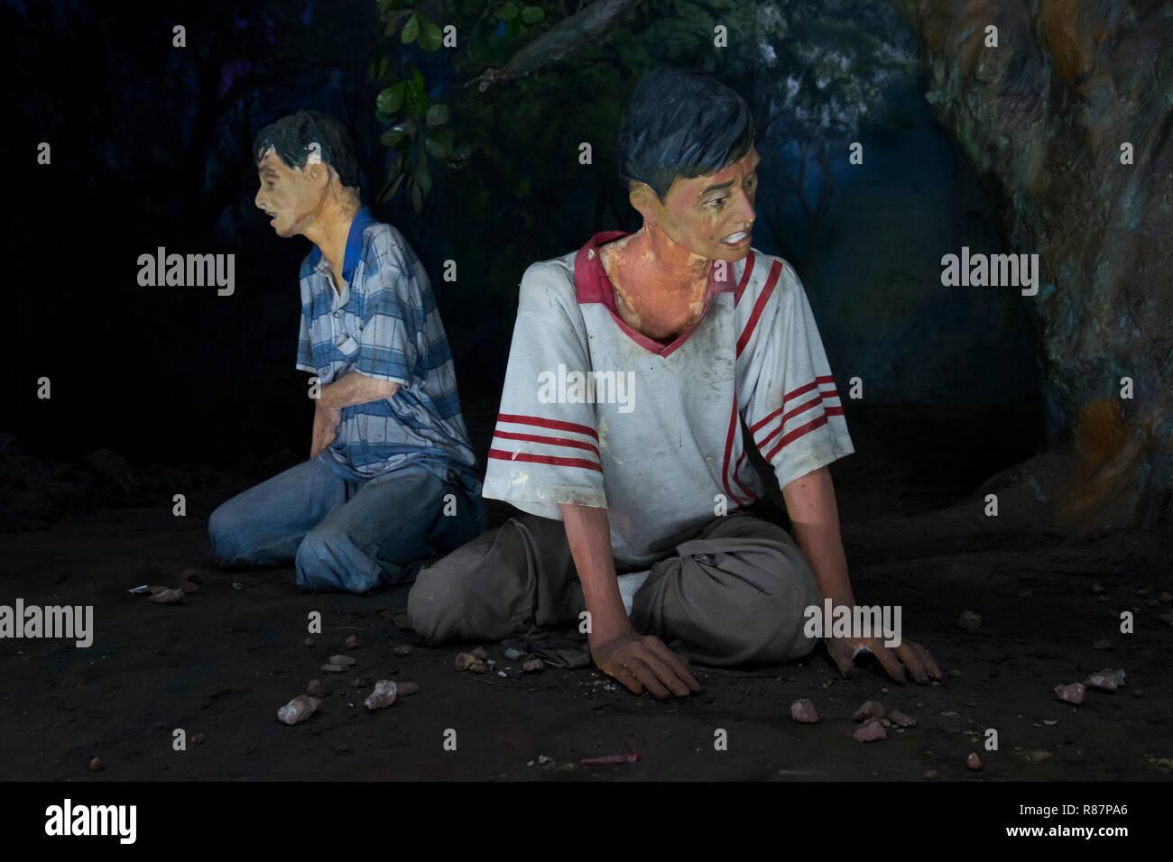 Diorama mostrando lo que la toxicomanía se asemeja a la eliminación de las drogas en el Museo en Yangon, Myanmar. Foto de stock