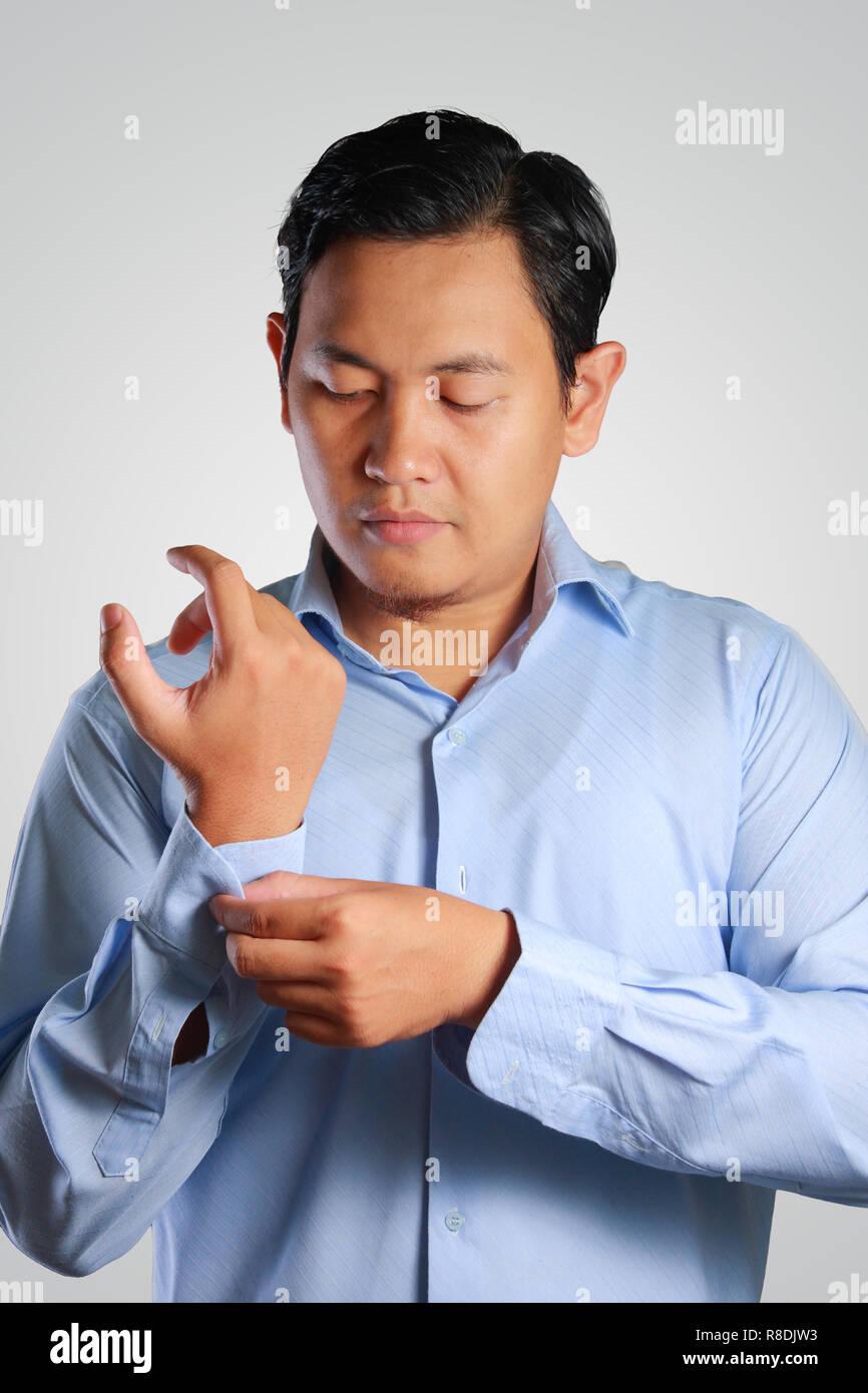 f308647d65 Imagen fotográfica de un guapo joven atractivo empresario asiático  vestirse