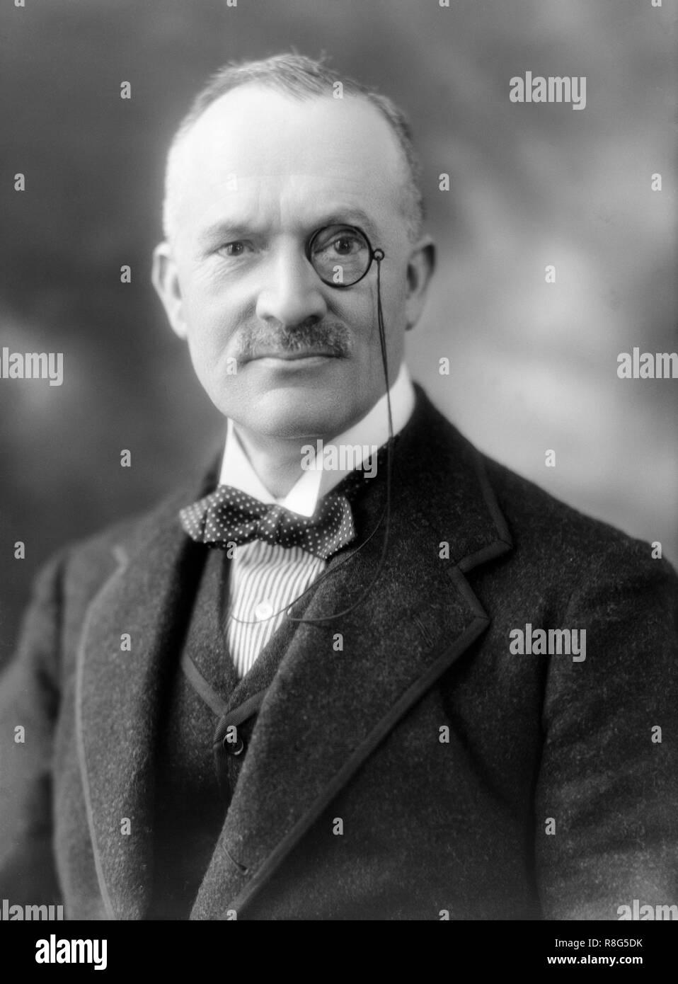 Principales Leonard Greenham Star Molloy, DSO (1861-1937) fue un médico y político británico, nacido en Naas, Condado de Kildare, Irlanda.fue nombrado teniente cirujano en el Duque de Lancaster la propia Yeomanry en 1901, y fue nombrado teniente cuando él renunció a su comisión como un cirujano en julio de 1902. Durante la I Guerra Mundial sirvió en Francia y la Sede (despachos dos veces) y fue segundo en el mando de la 23ª División. Principales Molloy fue premiado con la orden del Servicio Distinguido (DSO) en 1917. Él se retiró del ejército en 1921. Fue miembro honorario vitalicio de la Asociación de ambulancias de San Juan. Imagen De Stock
