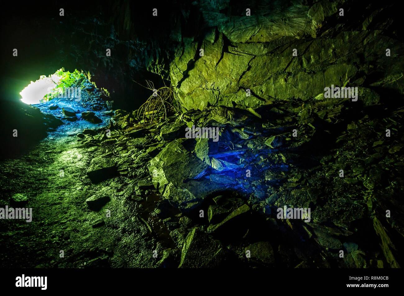 Suiza, Valais, Val Ferret, Tour du Mont Blanc, entre la Fouly y Champex, Les Essarts, antigua mina de hierro, azufre y plomo Imagen De Stock