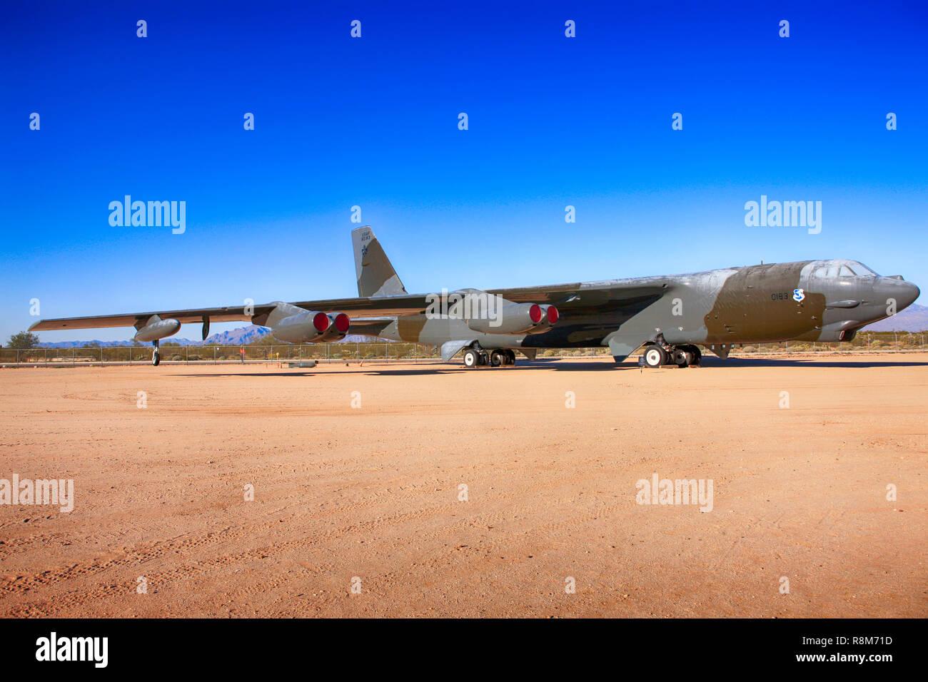 Boeing B52G Stratofortress avión bombardero estratégico en la exhibición en el Pima Air & Space Museum de Tucson, AZ Foto de stock
