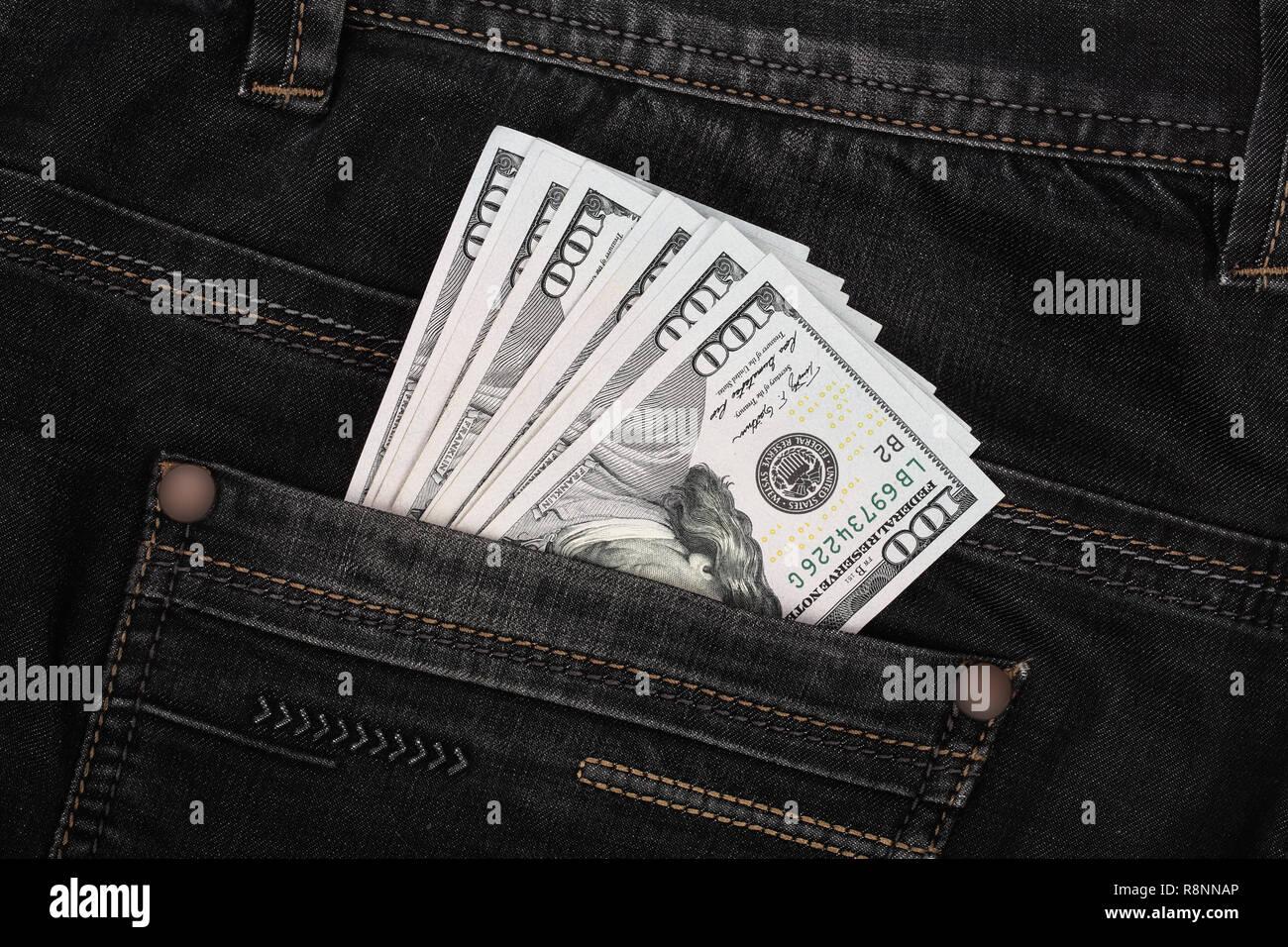 bf0c319be Los billetes de dólar americano en jeans de fondo de bolsillo Foto ...