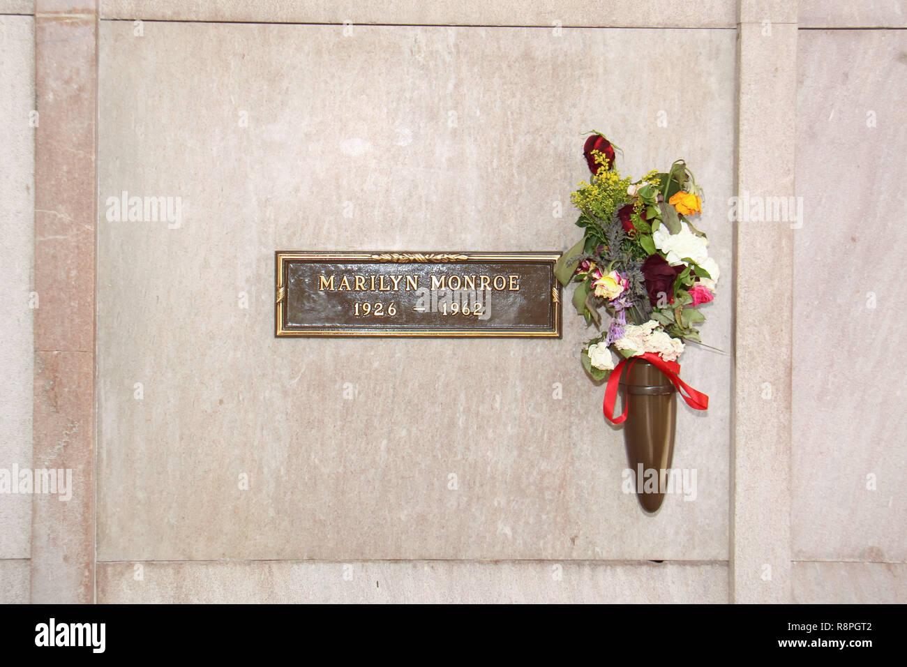 10/28/09 'Marilyn Monroe Lápida' @ West Village Memorial
