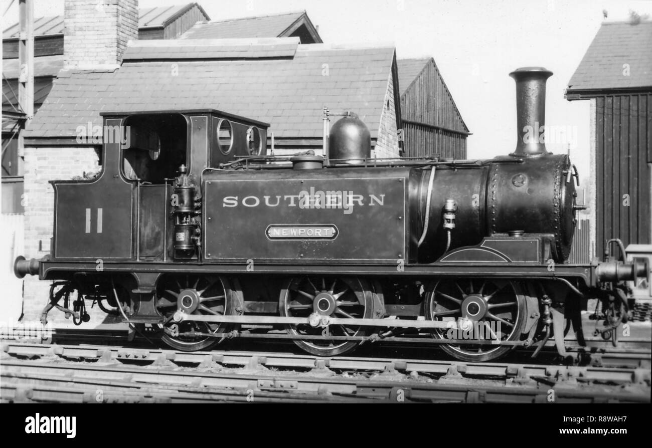 Ex LBSCR A1x clase 0-6-0T como Southern Railway nº11 Newport en la Isla de Wight Foto de stock