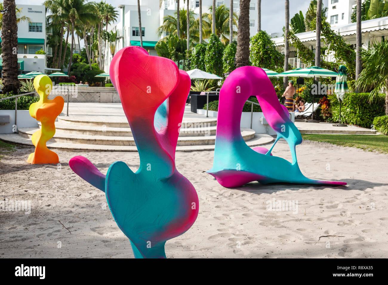 Miami Beach, Florida, Collins Avenue Art Basel Weekend instalación artístico locuras y Flora por Chris Schank Surfcomber Hotel Foto de stock
