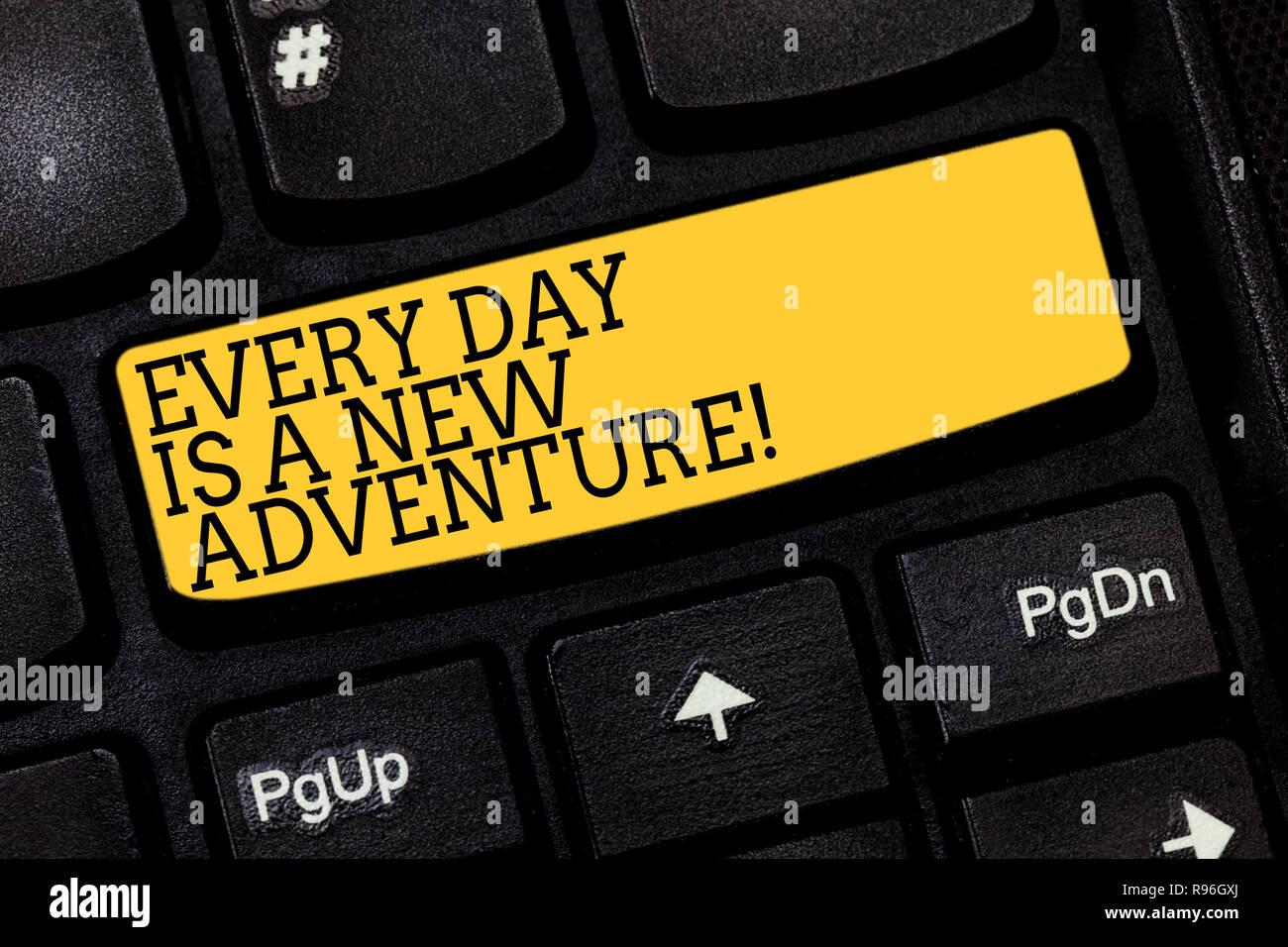 Signo de texto mostrando cada día es una nueva aventura. Fotografía conceptual. Comience el día con positivismo motivación tecla intención de crear equipo Imagen De Stock