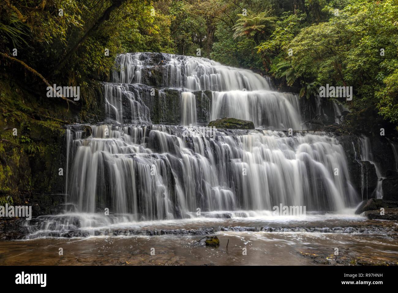 Catlins Purakaunui Falls, Forest Park, Isla del Sur, Nueva Zelanda Foto de stock