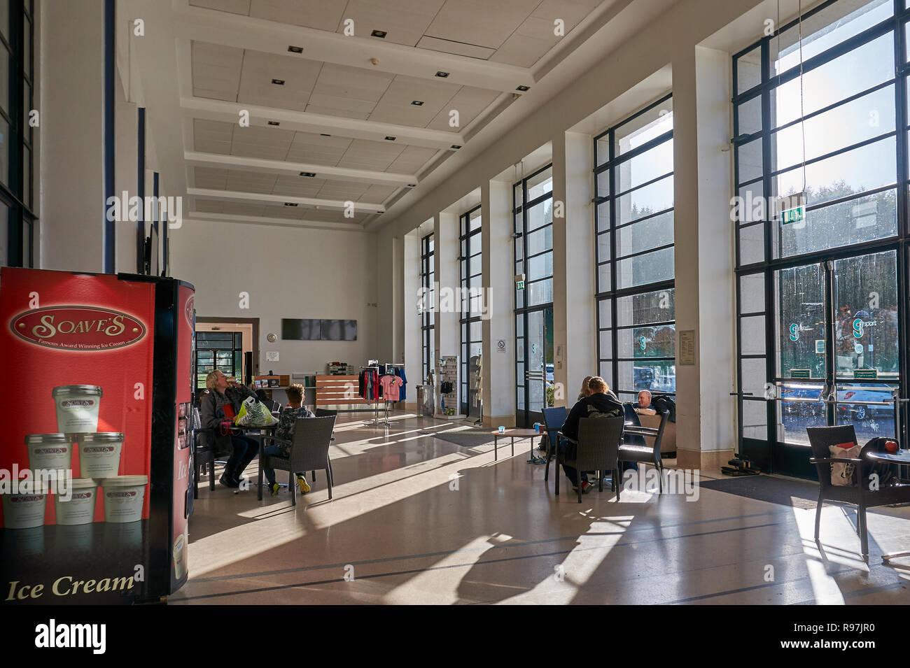 El interior del palacio de arte en edificio Bellhouston Park en Glasgow, Escocia. Imagen De Stock