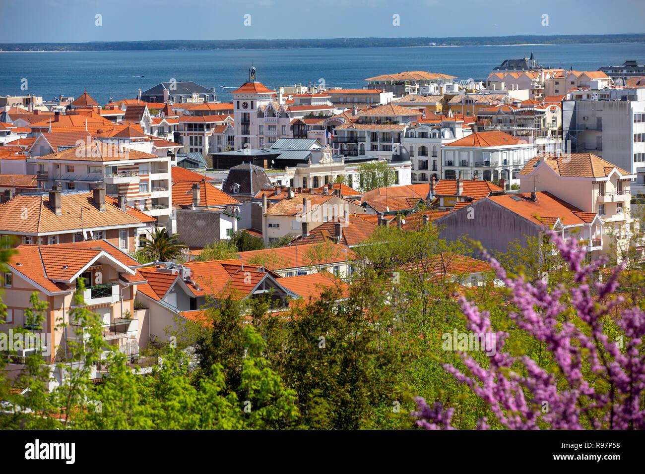 Vista aérea de la ciudad de Arcachon (Arcachon (33120) (33), Gironde, Aquitania, Francia). Foto de stock