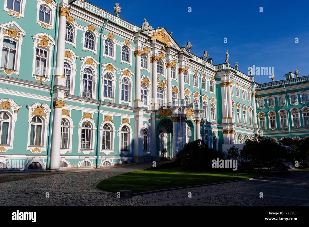 1762 El Palacio de Invierno y del Museo Estatal del Hermitage, plaza del palacio, en San Petersburgo, Rusia. El arquitecto italiano Francesco Bartolomeo Rastrelli. Foto de stock