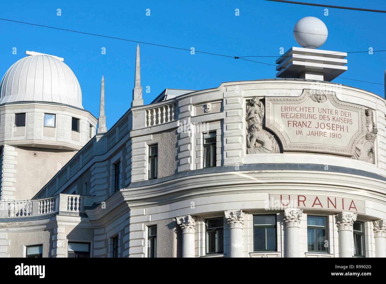 Urania Viena, diseñado en 1910 por el arquitecto modernista Max Fabiani, el edificio de Urania Viena ahora funciona como un observatorio y un cine. Imagen De Stock