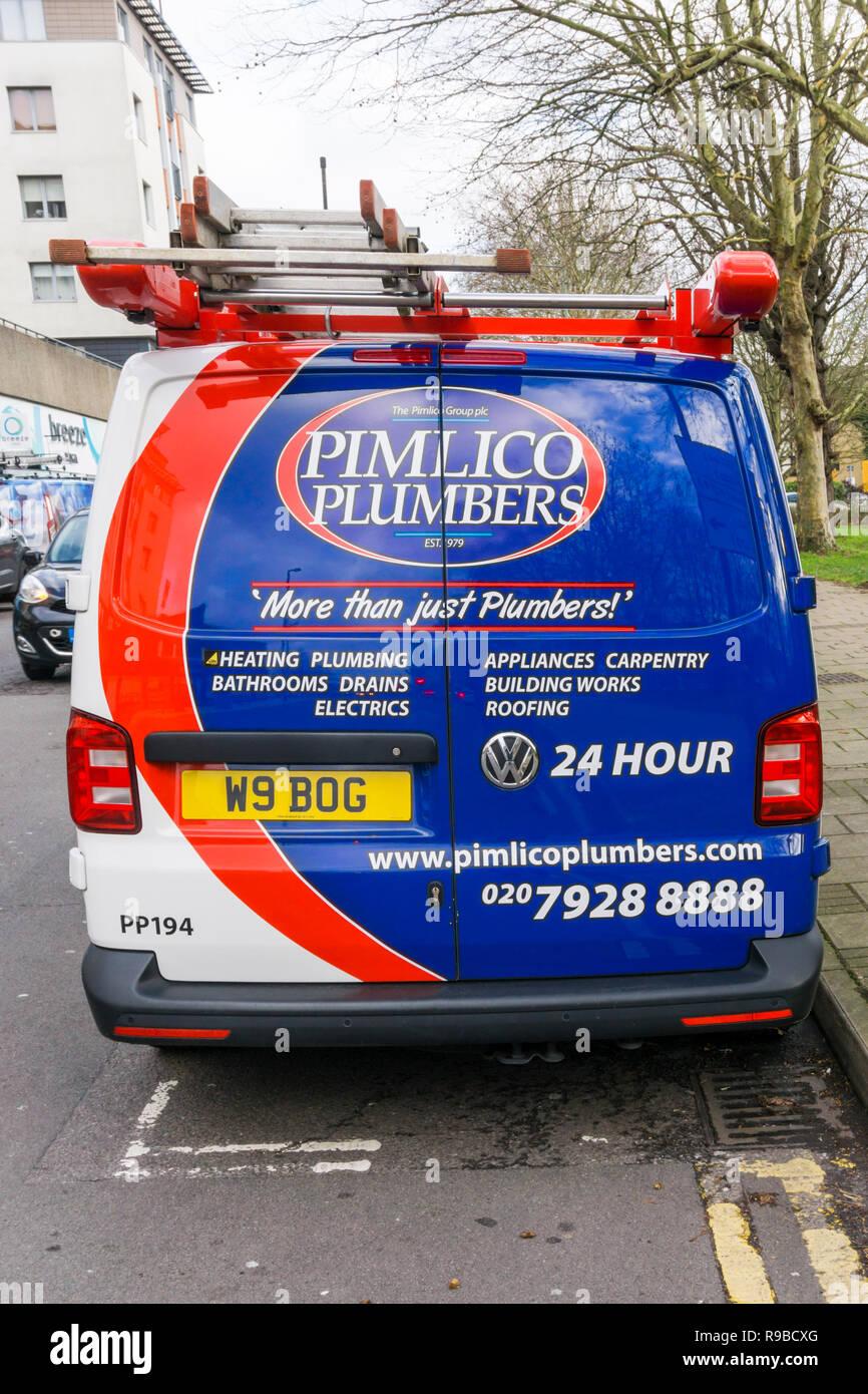 Un Pimlico Plumbers van con una matrícula relacionados con la fontanería. Imagen De Stock