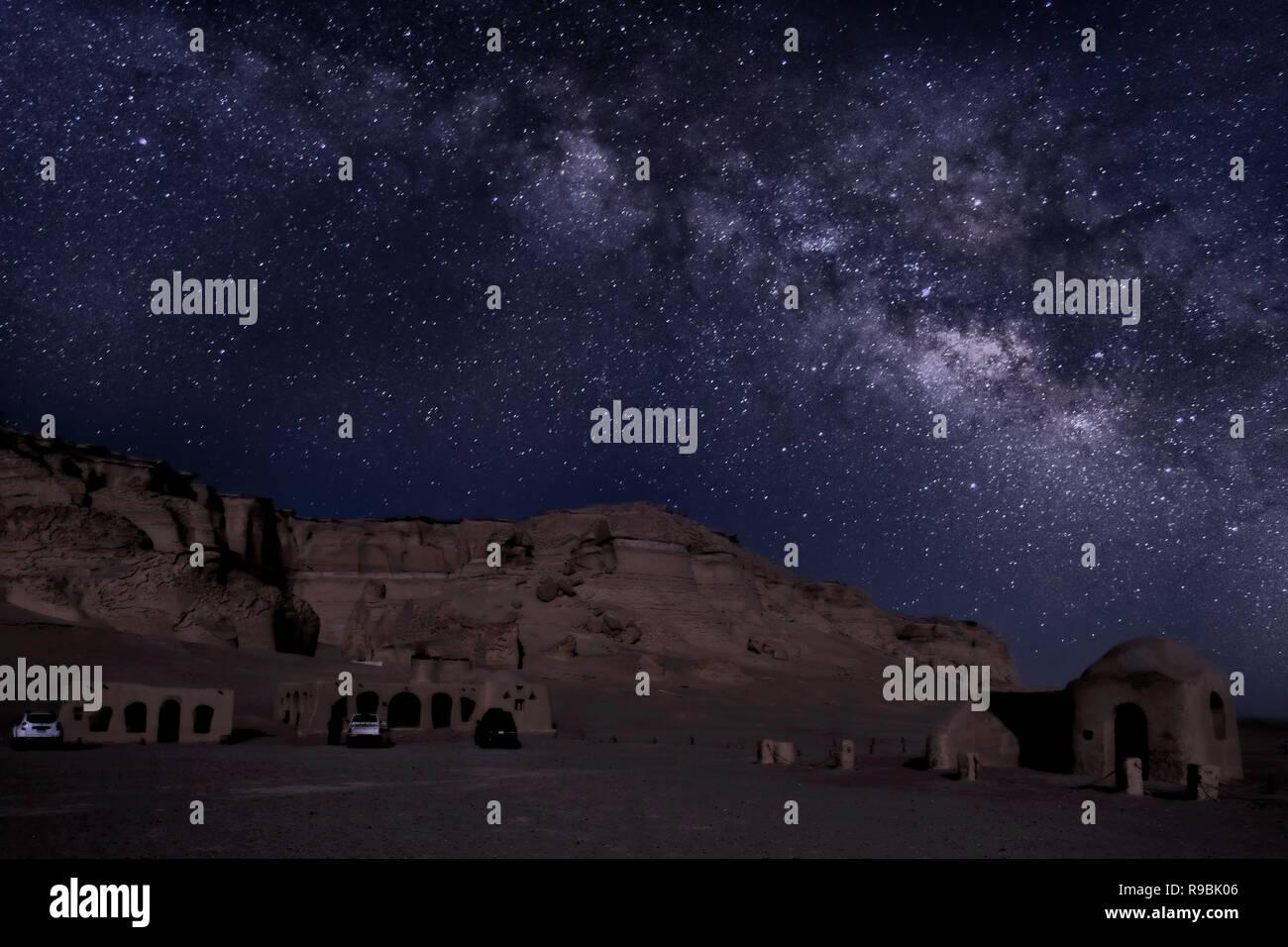 """Noche de astronomía en Wadi El Hitan valle """"ballena"""" de un yacimiento paleontológico en el Faiyum Gobernación de Egipto, a unos 150 km al suroeste de El Cairo Imagen De Stock"""