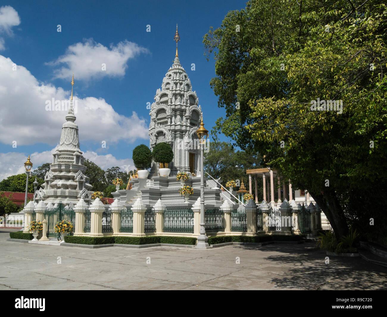 Stupa de la Princesa Kantha Bopha santuario memorial de la querida hija del ex rey Sihanouk murió a la edad de 4 de leucemia con Camboya Phnom Penh Imagen De Stock