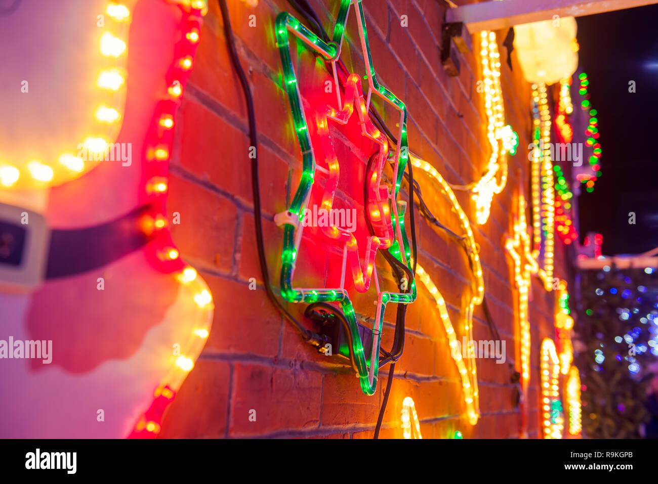 e940ebe7c38 Las luces de Navidad de fondo. Natividad estrella borrosa