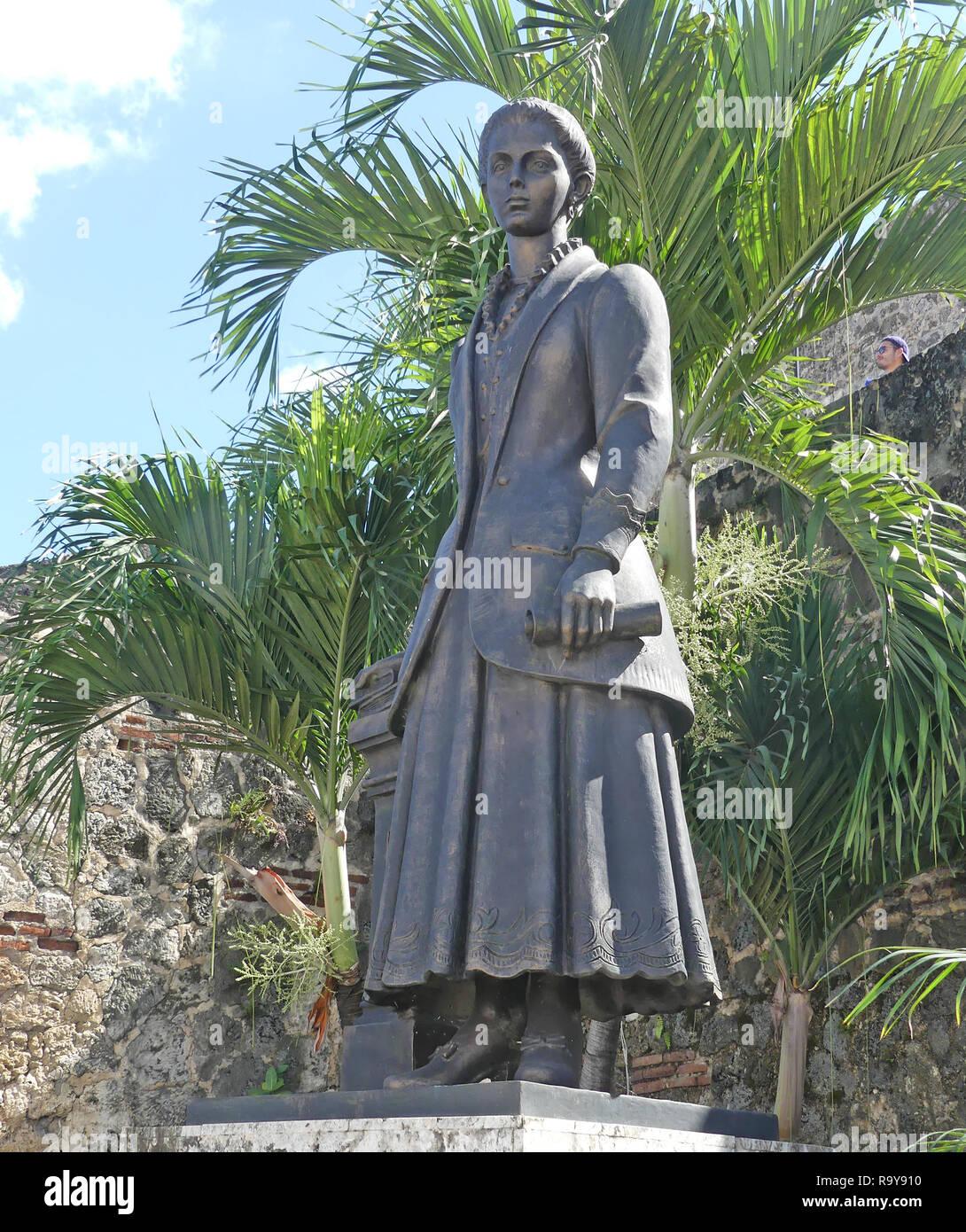 Salomé Ureña 1850 1898 Estatua Del Poeta Y Reformador