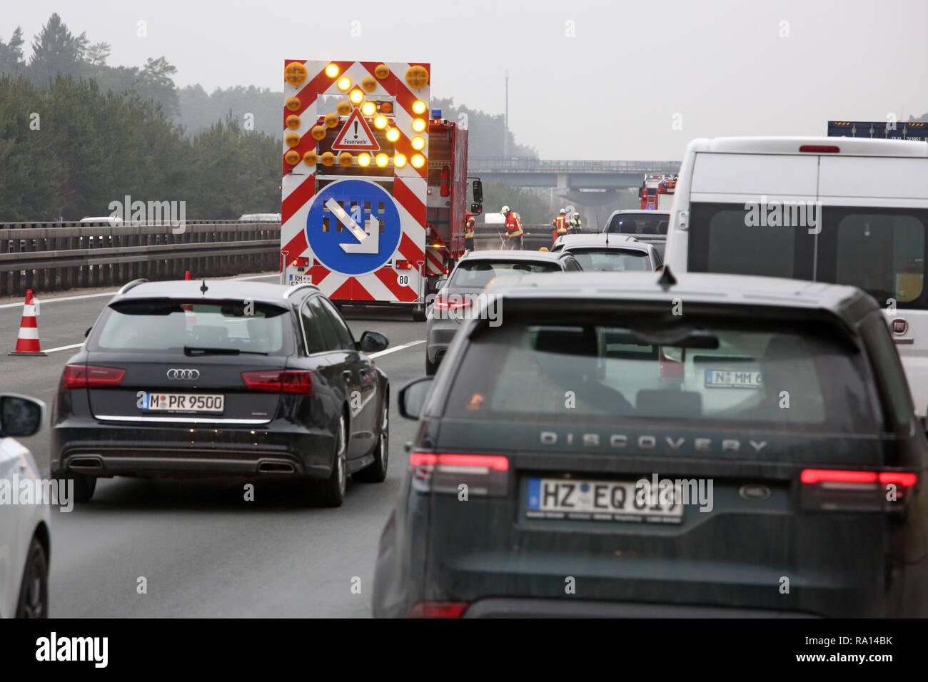 10.02.2018, Bayern, Deutschland, Sperrung Allersberg, der Ueberholspur auf der A9 aufgrund der Beseitigung einer Oelspur. 00S180210D114CARO.JPG [Model Foto de stock