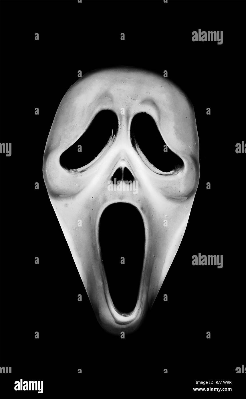 Máscara aterradora de miedo sobre un fondo negro Foto de stock