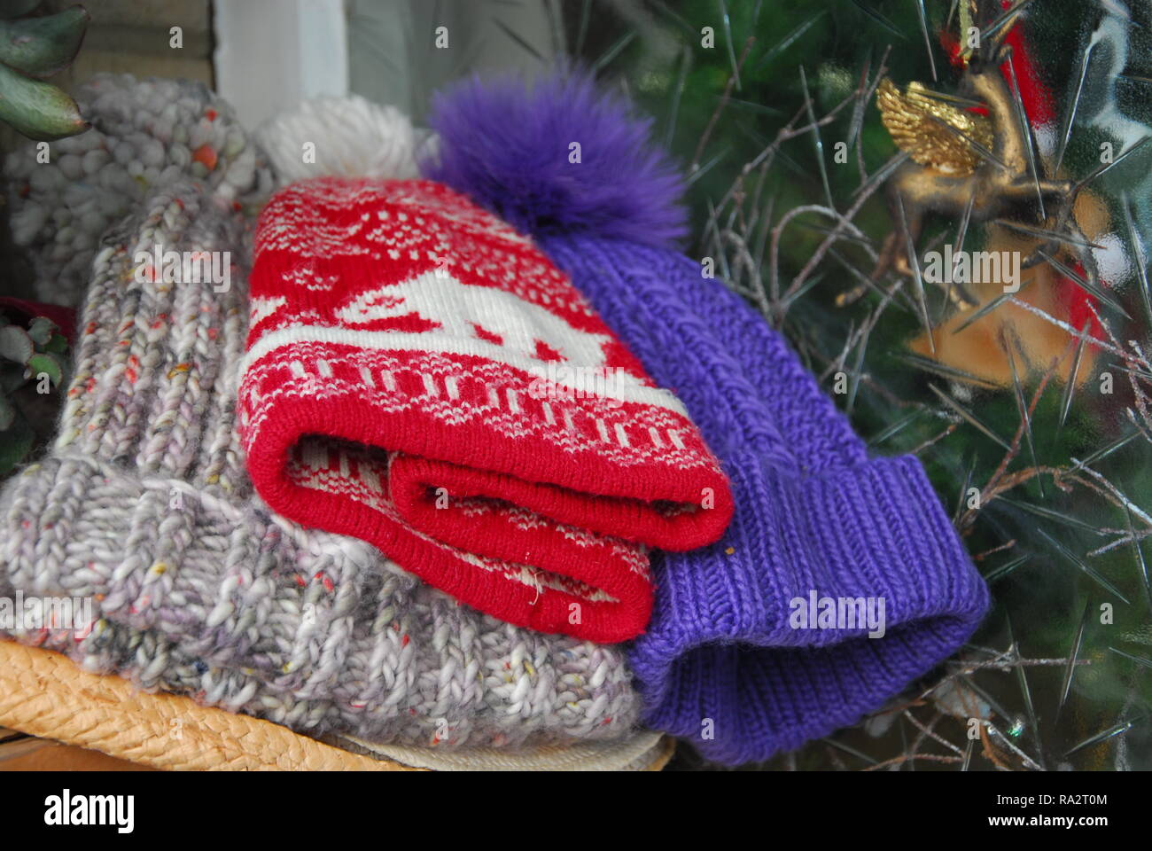Hats Knitted Imágenes De Stock   Hats Knitted Fotos De Stock - Alamy fff093e8c01