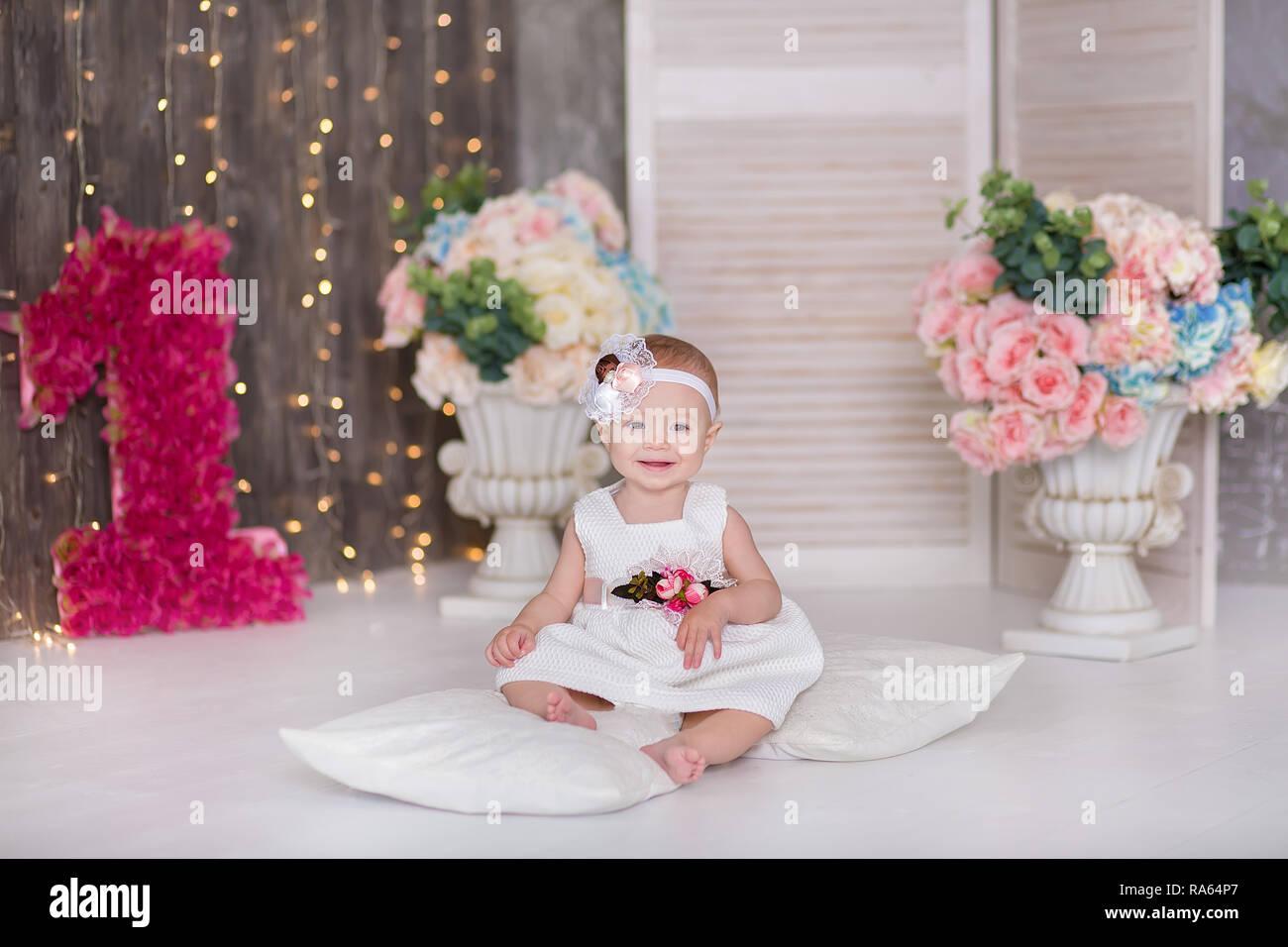 Lindo Bebe Nina 1 2 Anos Sentados En El Suelo Con Los Globos En La
