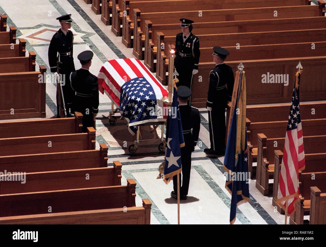 1978 - La Guardia de Honor los portadores del féretro pertenecen mira a la  urna en 3514010efdf