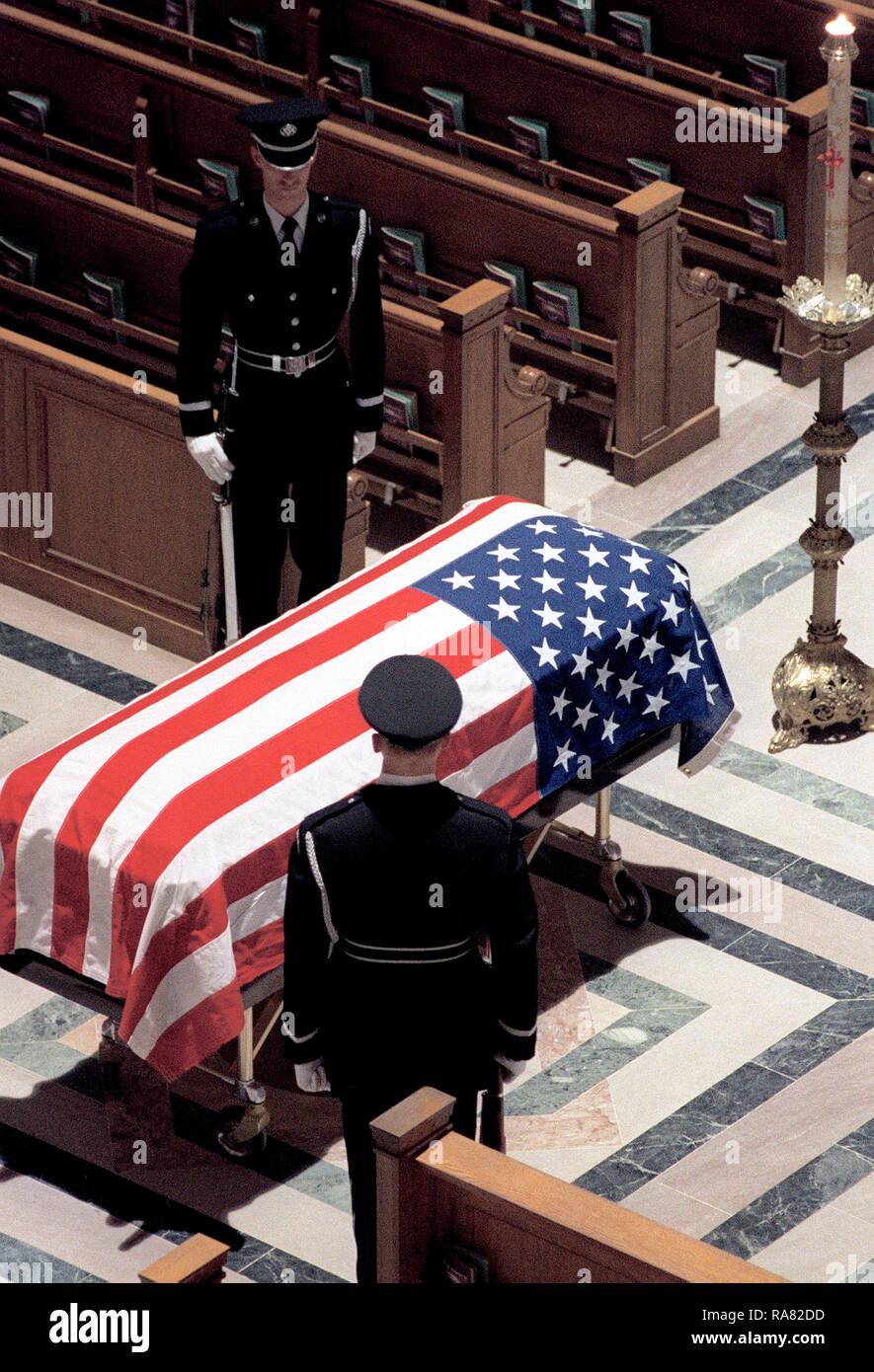 1978 - Funeral del soldado caído se lleva a cabo en el Santuario de la  Inmaculada 00b2d4fe169