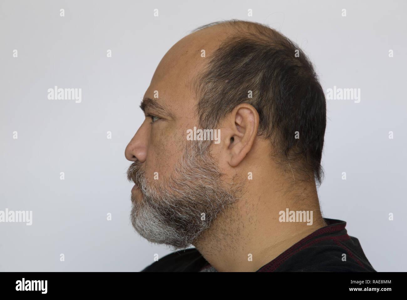 Autorretrato, disparo a la cabeza, vista lateral. Imagen De Stock