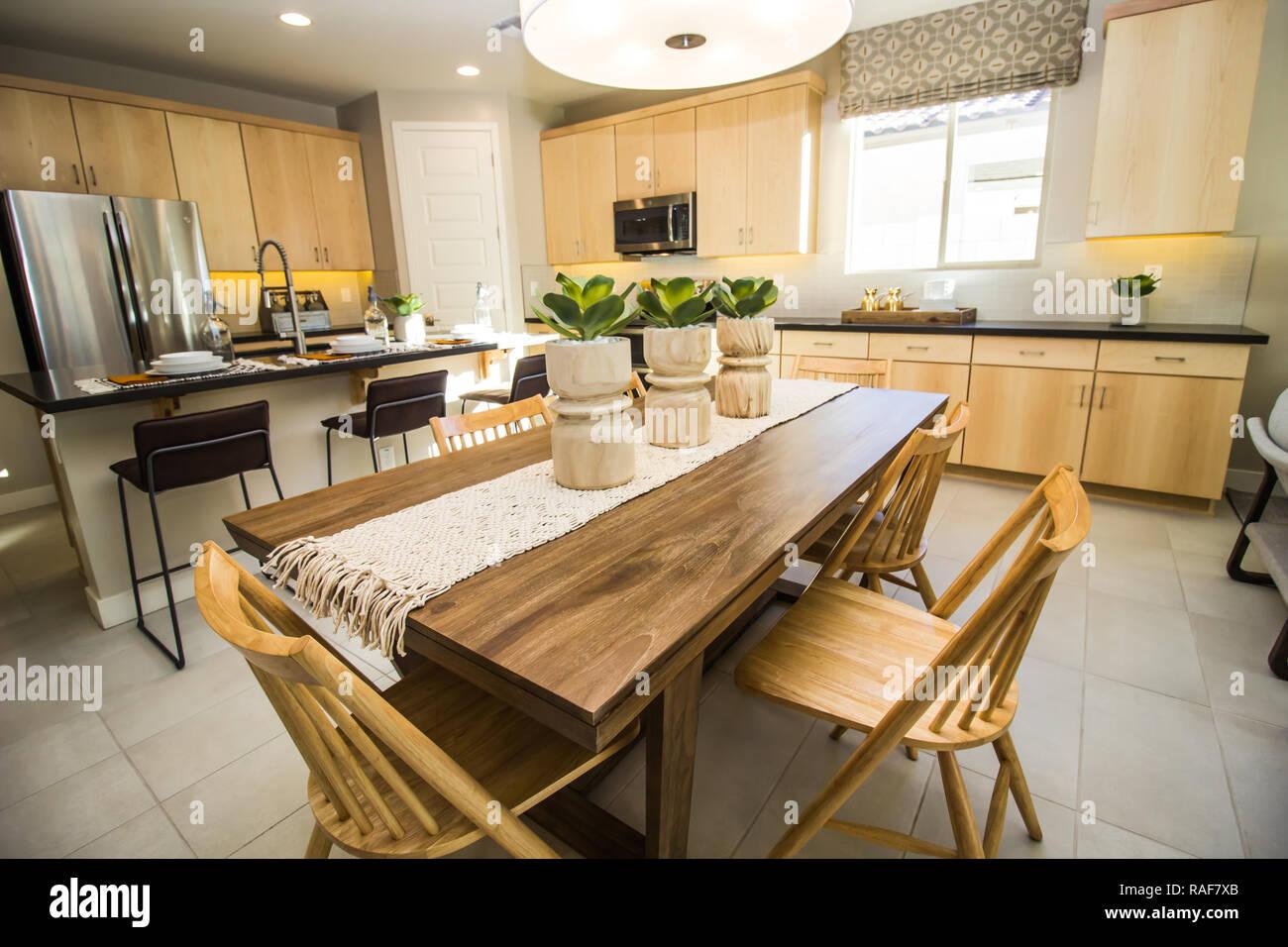 Mesa y sillas de madera con pilares Off cocina moderna Foto & Imagen ...