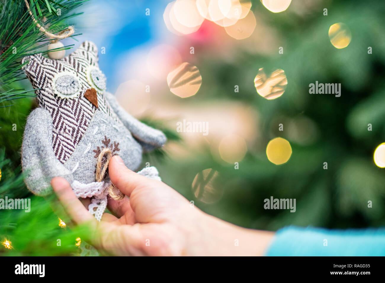En De Manos Las Juguete Niño Navidad Sostienen Un los Niños b6IfYv7gy