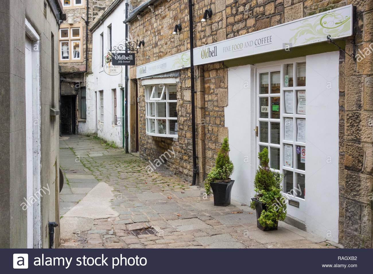 La antigua campana , una tradicional cafetería independiente en reacio Alley, Lancaster, Inglaterra, Reino Unido, entre Market Street y King Street. Imagen De Stock