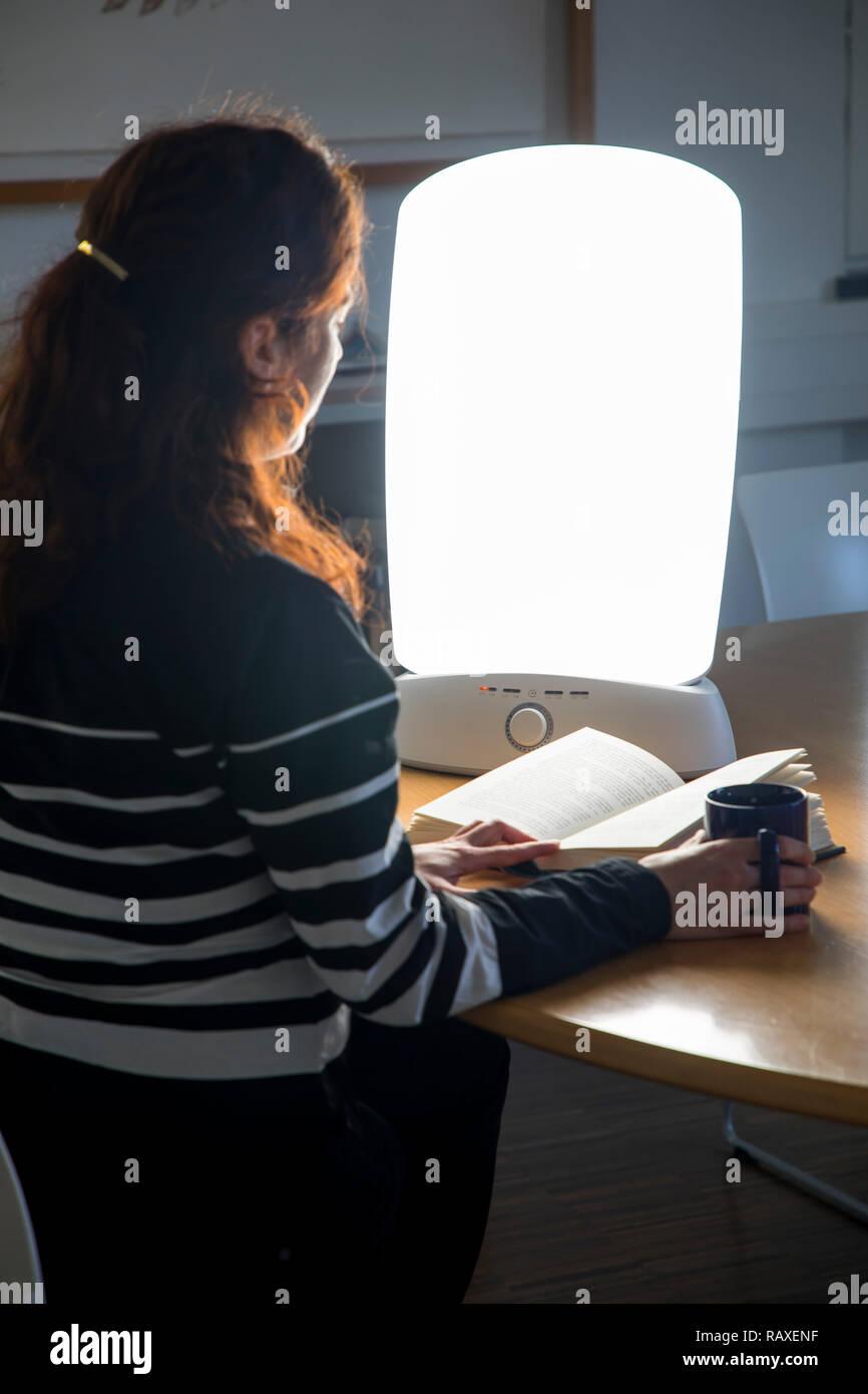 La con mujer luz luz terapia de diurnauna de lámpara YE9DHIW2